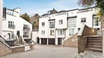 Town House in Peony Court, London SW10
