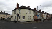 Apartment to rent in Ferndale Road, Swindon...