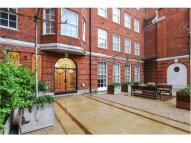 Apartment to rent in Mayfair, England