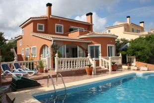 Immaculate detached villa