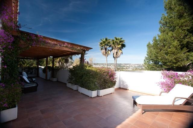 A 4 bedroom, 3 bathroom Detached Villa in Javea offering luxurious accommodation throughout.
