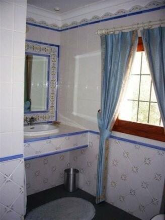 ea_9_Bathroom1