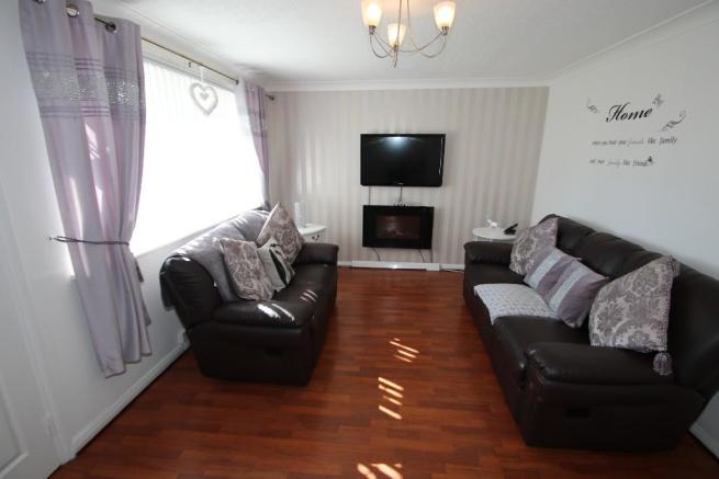 2 Bedroom End Of Terrace House For Sale In Binsby Gardens