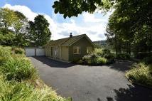3 bed Detached Bungalow in Cross Stone Road...