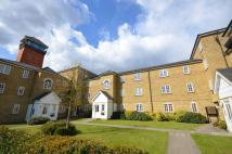 Flat to rent in Edith Cavell Way...