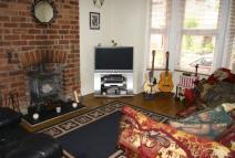 2 bedroom Town House to rent in Spring Road, Wrexham...