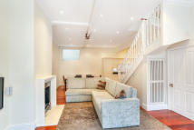 Mews to rent in Queens Gate Mews, London...