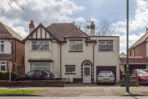 4 bed semi detached home in Vicarage Road...