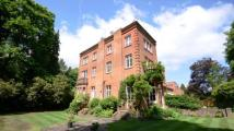 2 bedroom Flat in Lavershot Hall...