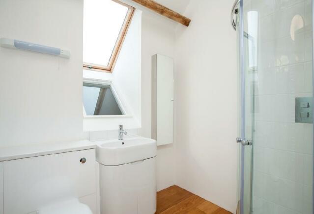 En-Suite Bathroom.jp