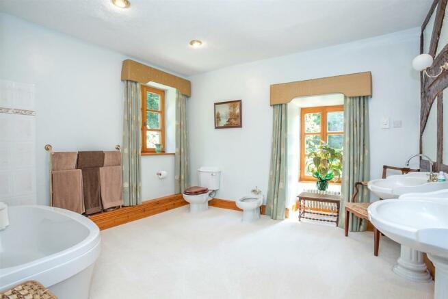 Bedroom 2 En-Suite 1.jpg