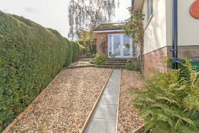 Side Garden 1.jpg
