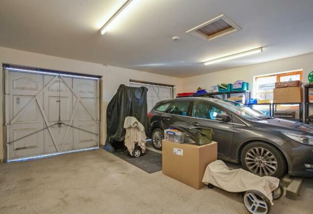 Double Garage Interi