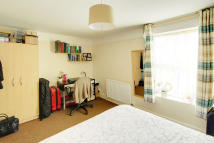 3 bed Ground Flat in Ilderton Road, London...
