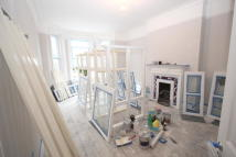 3 bedroom Flat to rent in Brixton Road, London, SW9