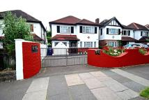 4 bed Detached house in Chase Side, Southgate...