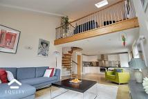 2 bedroom Apartment in Gladbeck Way, Enfield...