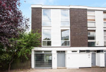 4 bed Town House in Elliott Square, London...
