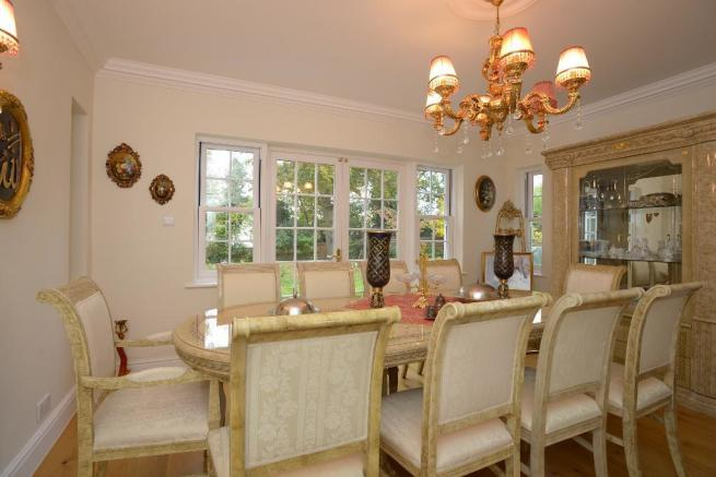 Formal dining room/reception room