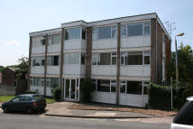 Flat to rent in Alpine Court, Kenilworth