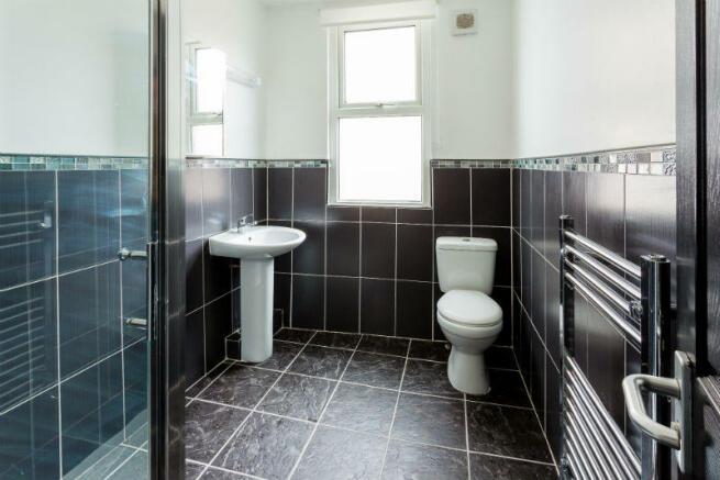 81-sheil-road-student-houses-bathroom2