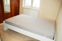 Town House to rent in Tennyson Road, London, W7