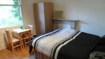 Studio apartment to rent in Belsize Avenue, London...
