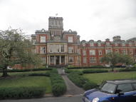 2 bedroom Apartment in Royal Earlswood Park...