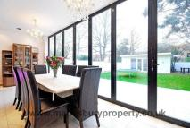 7 bedroom Detached house in Brondesbury Park...