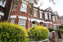 Flat in Temple Road, Cricklewood...