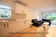 Flat to rent in Douglas Road, Kilburn...