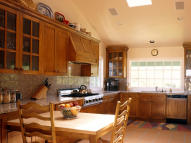 4 bed Detached Bungalow in Parkway, Ilford, IG3
