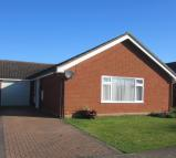3 bedroom Detached Bungalow in Upperfield Drive...