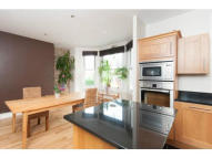 1 bed Flat to rent in Dundonald Road, London...