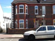 Flat to rent in Clarendon Road, Luton...