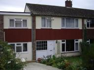 3 bed semi detached property to rent in GLEN IRIS CLOSE...