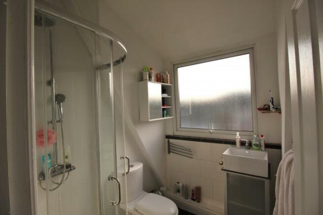bathroom 108L.jpg