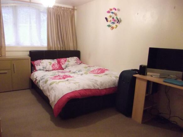 4-bed2.JPG
