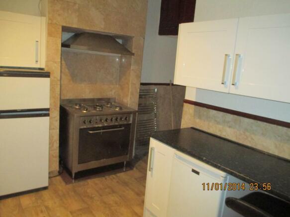 151 kitchen upper cooker.JPG