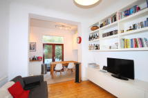 Flat to rent in Hargrave Road Archway...