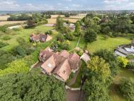 7 bed Detached house in Pear Tree...