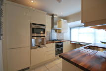 Flat to rent in Hutton Grove, London, N12