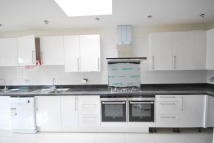 semi detached house to rent in Great North Way London...