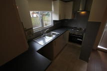 2 bedroom Ground Flat in Effingham Road, London...