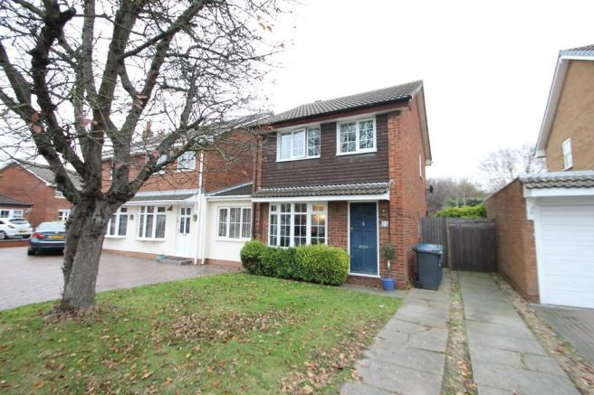 3 bedroom detached house for sale in swallowfield riverside tamworth b79