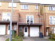 Town House to rent in SMITHMOOR CRESCENT...