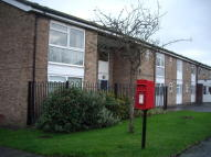 Ground Flat to rent in Meadow Court Clifton...