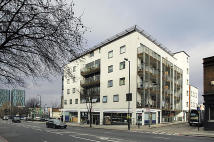 2 bedroom Flat to rent in Hill House...