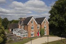 8 bedroom Detached house in Chessetts Wood Road...