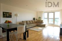 Flat to rent in Southgate Road, London
